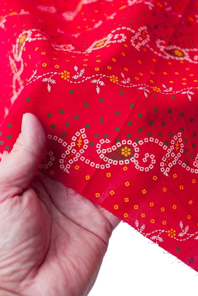 〔1m切り売り〕インドのバンディニ風プリント布 - 赤〔幅約105cm〕 5 - さまざまな手芸へ。想像が広がる布です。