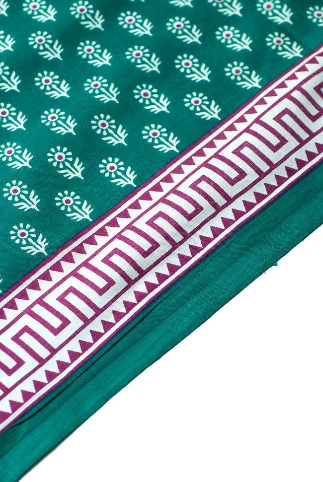 〔1m切り売り〕インドのウッドブロック風プリント布 - 青緑〔幅約107cm〕 2 - 生地を近くからみてみました。