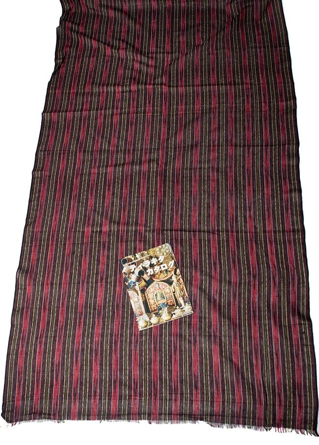 〔1m切り売り〕インドの絣織り布 〔幅約112cm〕 6 - A4の冊子と比べるとこれくらいの広がりになります。