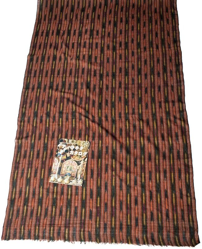 〔1m切り売り〕インドの絣織り布 〔幅約114cm〕 6 - A4の冊子と比べるとこれくらいの広がりになります。