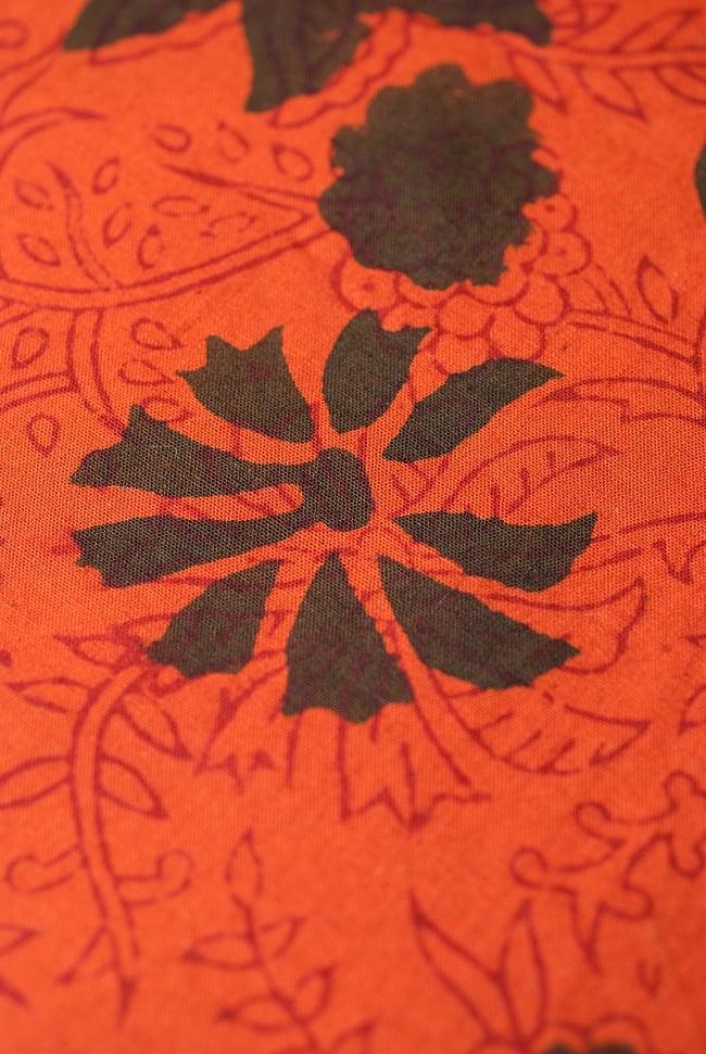 〔1m切り売り〕南インドの花柄コットン布〔幅約114cm〕 2 - 生地を近くからみてみました。