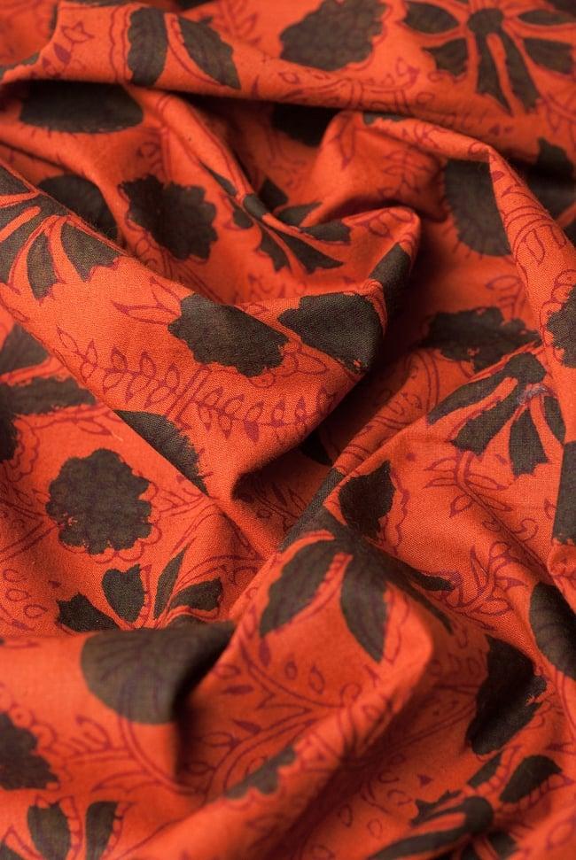 〔1m切り売り〕南インドの花柄コットン布〔幅約114cm〕 4 - 陰影をつけるととても素敵な色合いですね。