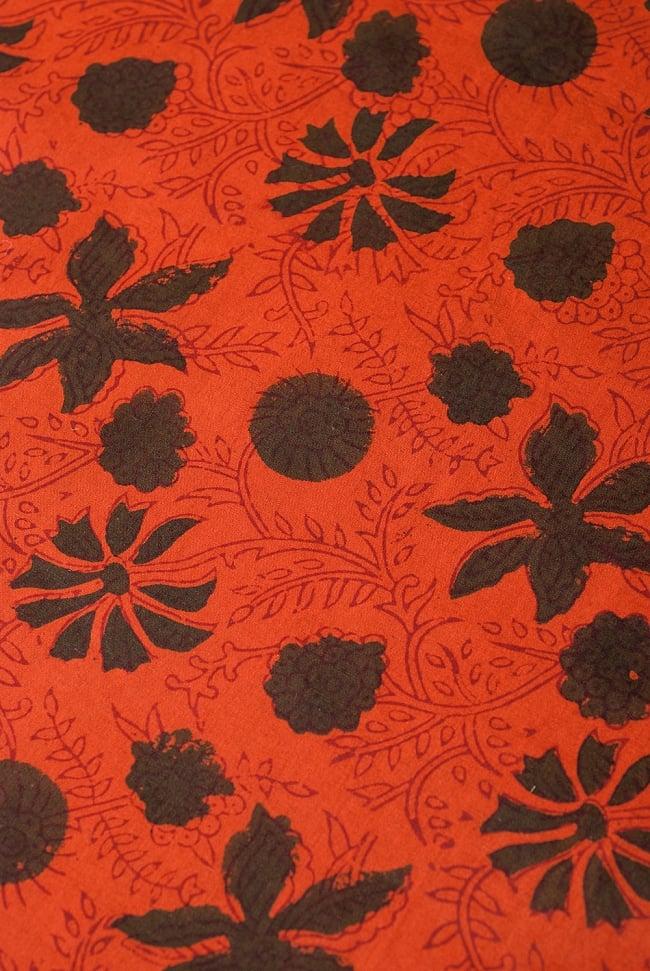 〔1m切り売り〕南インドの花柄コットン布〔幅約114cm〕の写真