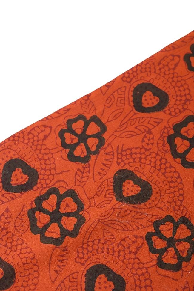 〔1m切り売り〕南インドの花柄コットン布〔幅約113cm〕 3 - 端の部分の処理です。