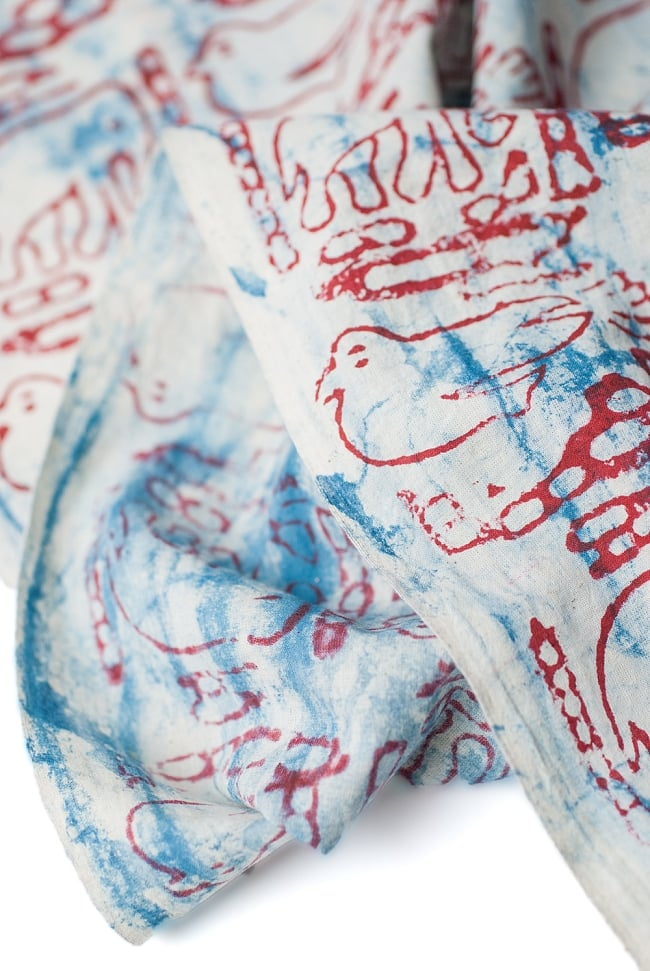 〔1m切り売り〕南インドのバティック布 象と鳥 - 赤〔幅約115cm〕の写真3 - 端の部分の処理です。