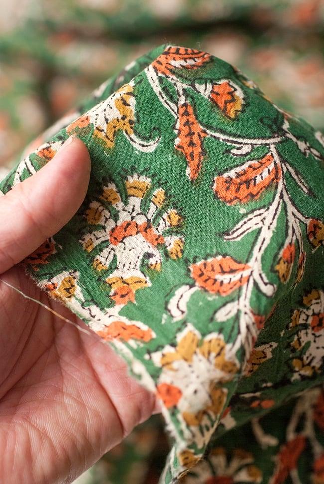 〔1m切り売り〕南インドの花柄コットン布〔幅約116cm〕の写真5 - さまざまな手芸へ。想像が広がる布です。