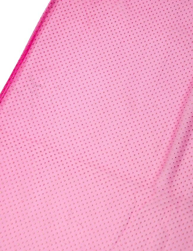 〔1m切り売り〕ゴールドドットプリントのメッシュ生地布〔106cm〕 - ピンクの写真