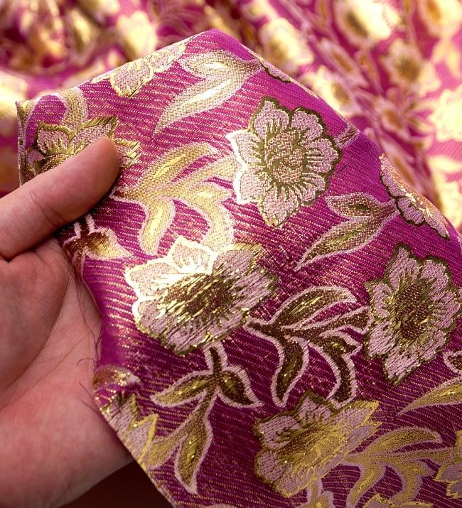 〔1m切り売り〕インドの金糸入り伝統模様布〔103cm〕 - パープル 5 - このような感じの生地になります。手芸からデコレーション用の布などなど、色々な用途にご使用いただけます!