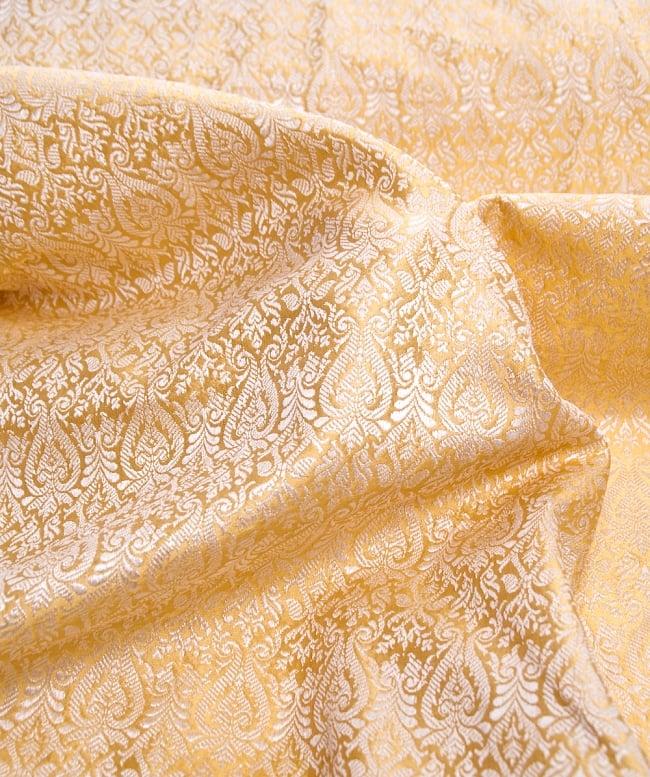 〔1m切り売り〕インドの伝統模様布〔110cm〕 - ゴールドの写真2 - 拡大写真です。独特な雰囲気があります。