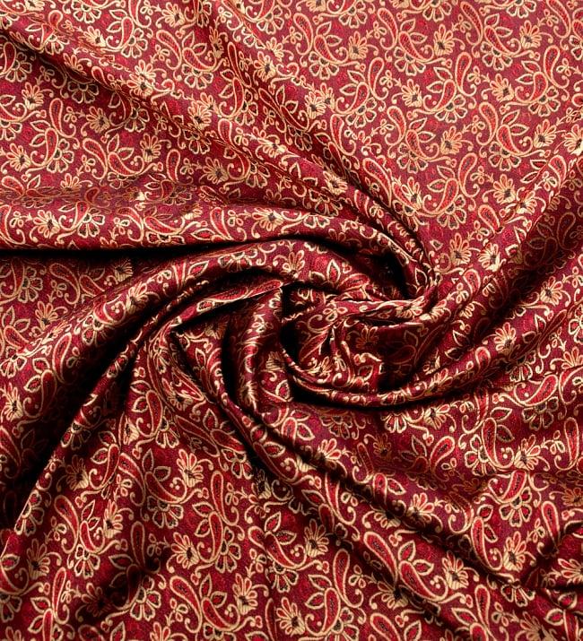 〔1m切り売り〕インドの伝統模様布〔90cm〕 - 赤茶の写真3 - 布をくるりと渦のようにしてみたところです。