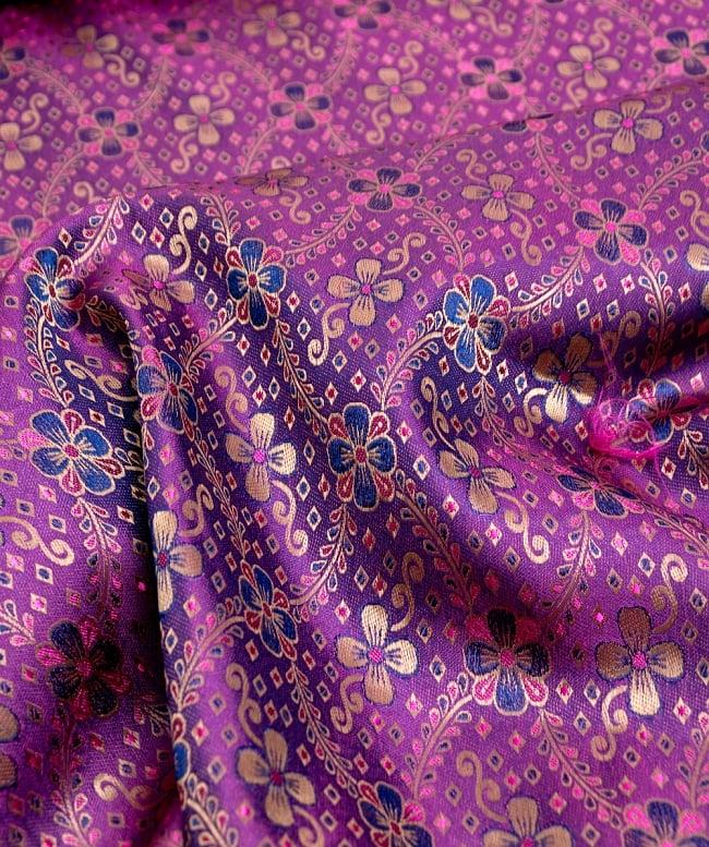 〔1m切り売り〕インドの伝統模様布〔113cm〕 - パープルの写真2 - 拡大写真です。独特な雰囲気があります。