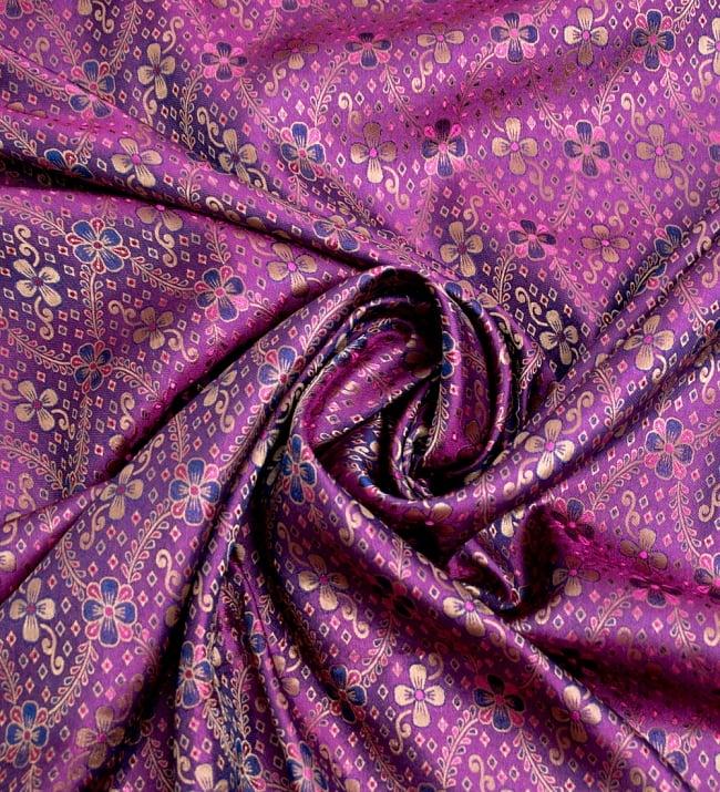〔1m切り売り〕インドの伝統模様布〔113cm〕 - パープルの写真3 - 布をくるりと渦のようにしてみたところです。