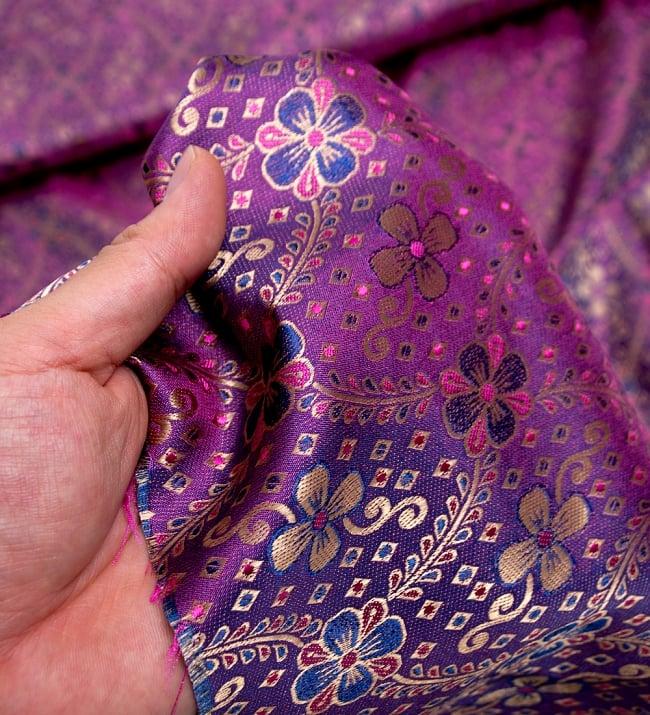 〔1m切り売り〕インドの伝統模様布〔113cm〕 - パープルの写真5 - このような感じの生地になります。手芸からデコレーション用の布などなど、色々な用途にご使用いただけます!