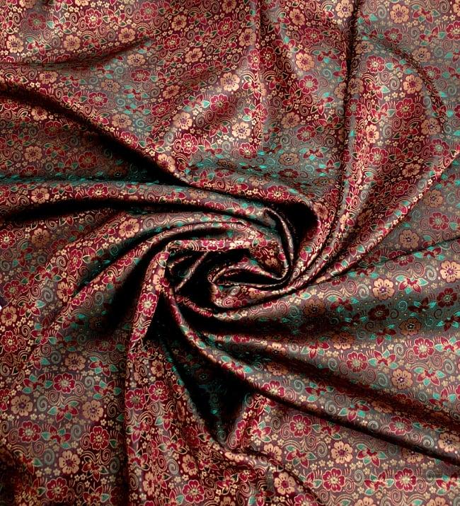 〔1m切り売り〕インドの伝統模様布〔114cm〕 - 焦げ茶の写真3 - 布をくるりと渦のようにしてみたところです。