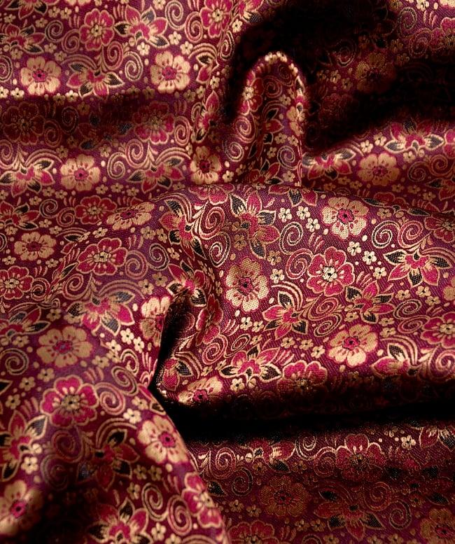 〔1m切り売り〕インドの伝統模様布〔114cm〕 - あずきの写真2 - 拡大写真です。独特な雰囲気があります。