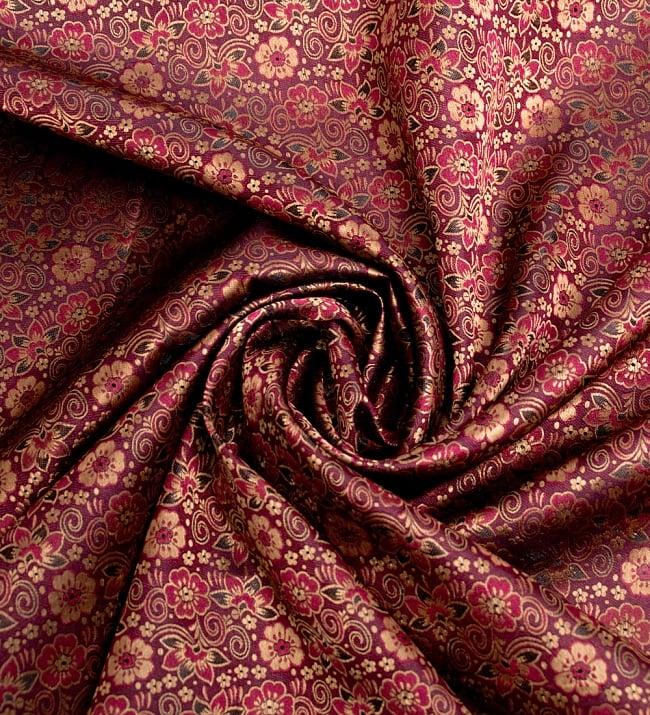 〔1m切り売り〕インドの伝統模様布〔114cm〕 - あずきの写真3 - 布をくるりと渦のようにしてみたところです。