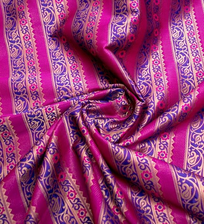 〔1m切り売り〕インドのゴージャス刺繍伝統模様布〔114cm〕 - 紫×ピンク系 3 - 布をくるりと渦のようにしてみたところです。