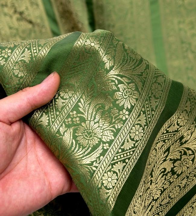 〔1m切り売り〕インドの伝統模様布〔111cm〕 - 緑系の写真5 - このような感じの生地になります。手芸からデコレーション用の布などなど、色々な用途にご使用いただけます!