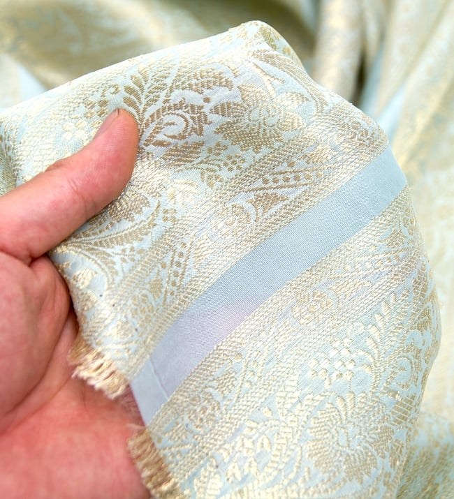 〔1m切り売り〕インドの伝統模様布〔104cm〕 - ミント系の写真5 - このような感じの生地になります。手芸からデコレーション用の布などなど、色々な用途にご使用いただけます!