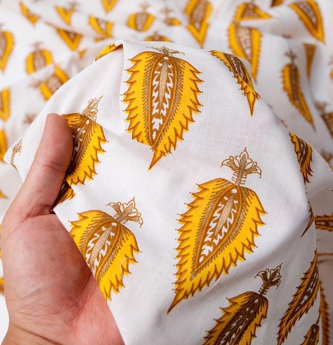 〔1m切り売り〕インドの伝統模様 セリグラフィープリント布〔110cm〕の写真6 - この質感、さすがインドの布といった感じです