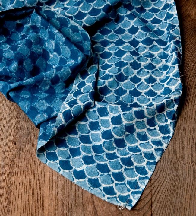 〔90cm切り売り〕インディゴブルーの伝統泥染め布 - 波柄〔幅約113cm〕 5 - 縁はこのようになっております