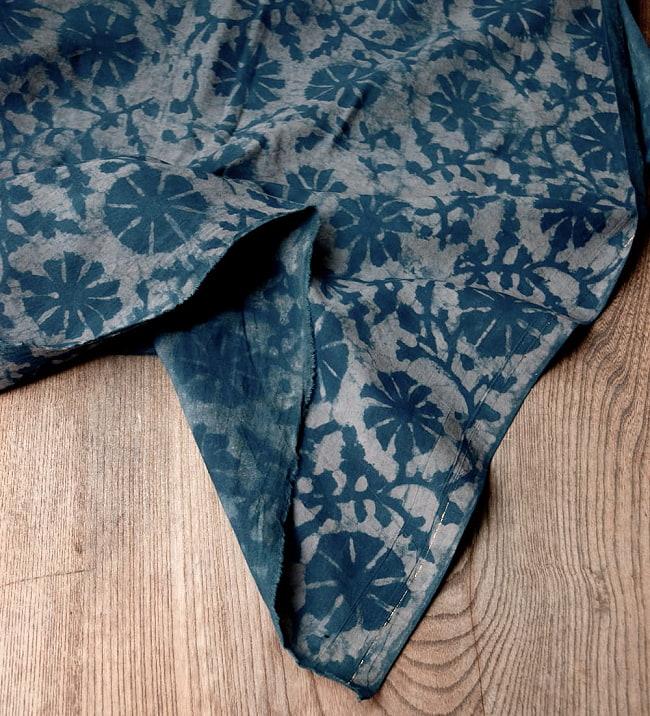 〔90cm切り売り〕インディゴブルーの伝統泥染め布 -  更紗柄〔幅約111cm〕 5 - 縁はこのようになっております
