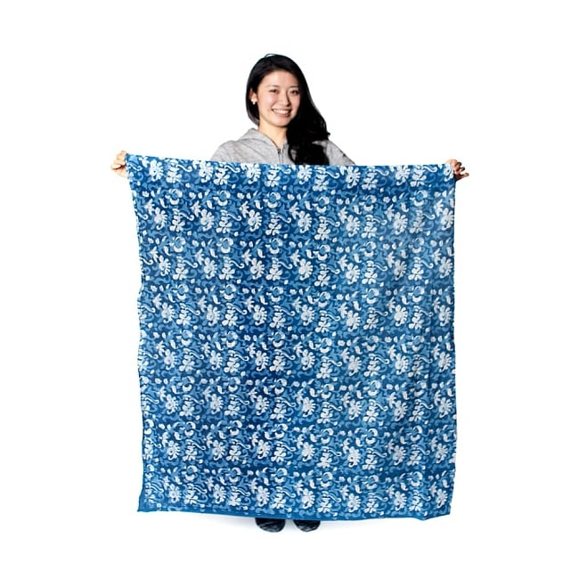 〔90cm切り売り〕インディゴブルーの伝統泥染め布 -  更紗柄〔幅約111cm〕の写真7 - 切り売りですので、ご注文個数に応じた長さ分をお送りいたします。大体1点(90cm)あたり目安として、このくらいの大きさになります。