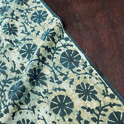 〔80cm切り売り〕インディゴとナスパルの伝統泥染め布 -  更紗柄〔幅約111cm〕