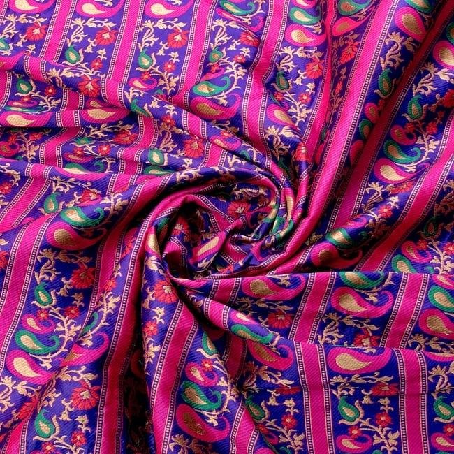 〔1m切り売り〕インドのゴージャス刺繍伝統模様布〔113cm〕 - パープル系の写真3 - 布をくるりと渦のようにしてみたところです。