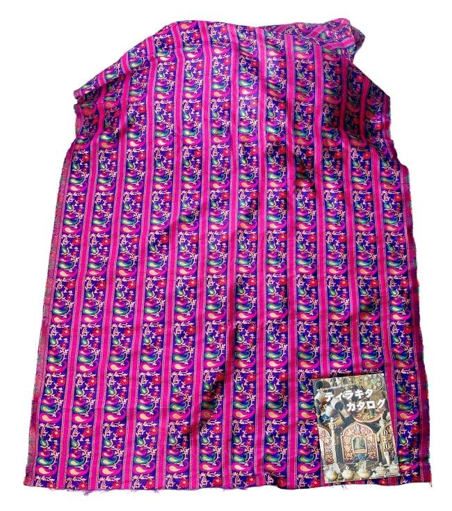 〔1m切り売り〕インドのゴージャス刺繍伝統模様布〔113cm〕 - パープル系の写真5 - このような感じの生地になります。手芸からデコレーション用の布などなど、色々な用途にご使用いただけます!