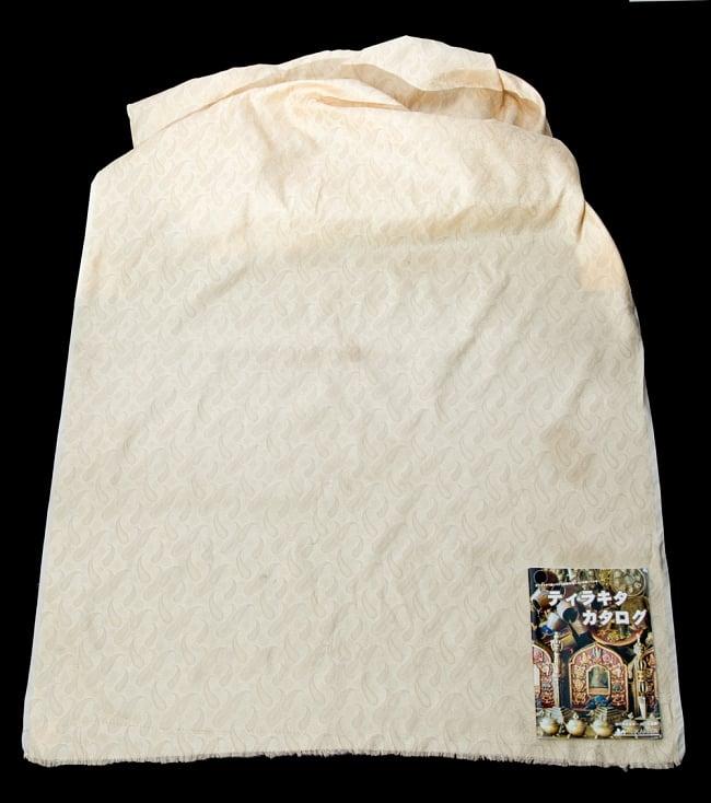〔1m切り売り〕インドの伝統模様布〔111cm〕 - シャンパンゴールドの写真5 - このような感じの生地になります。手芸からデコレーション用の布などなど、色々な用途にご使用いただけます!
