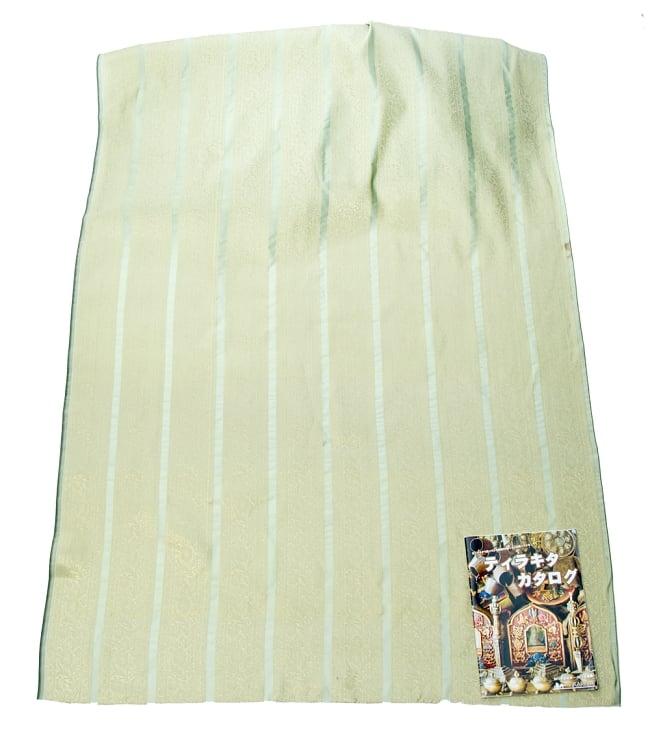 〔1m切り売り〕インドの伝統模様布〔105cm〕 - 薄緑系の写真5 - このような感じの生地になります。手芸からデコレーション用の布などなど、色々な用途にご使用いただけます!