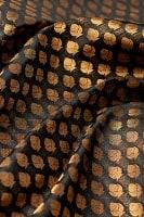 〔1m切り売り〕インドの伝統模様布 黒地に樹模様〔幅約110cm〕
