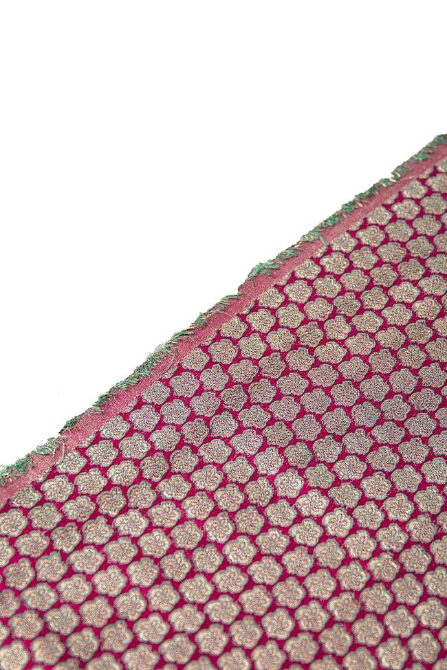 〔1m切り売り〕インドの伝統模様布 ピンク地に花模様〔幅約112cm〕 4 - 端の部分の処理になります。