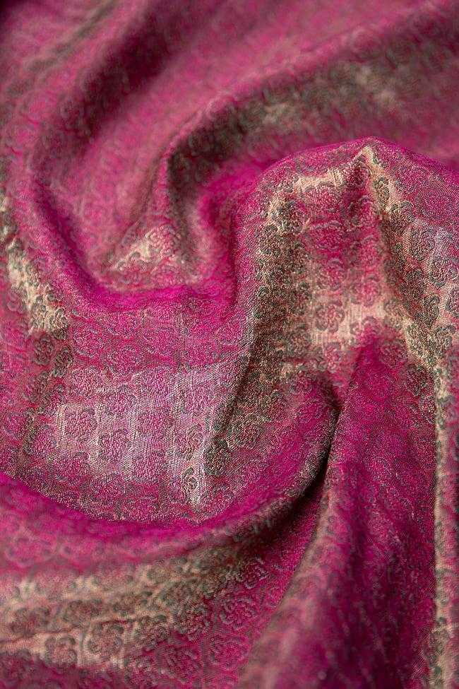 〔1m切り売り〕インドの伝統模様布 ピンク地に花模様〔幅約112cm〕 6 - 裏地はこのようになっています。