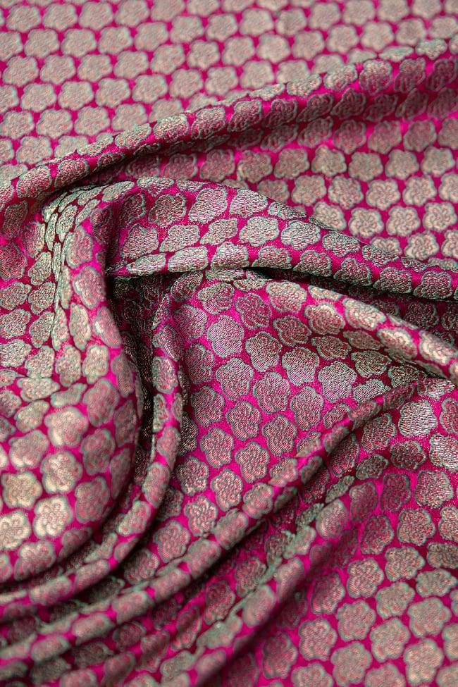 〔1m切り売り〕インドの伝統模様布 ピンク地に花模様〔幅約112cm〕の写真