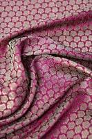 〔1m切り売り〕インドの伝統模様布 ピンク地に花模様〔幅約112cm〕の商品写真