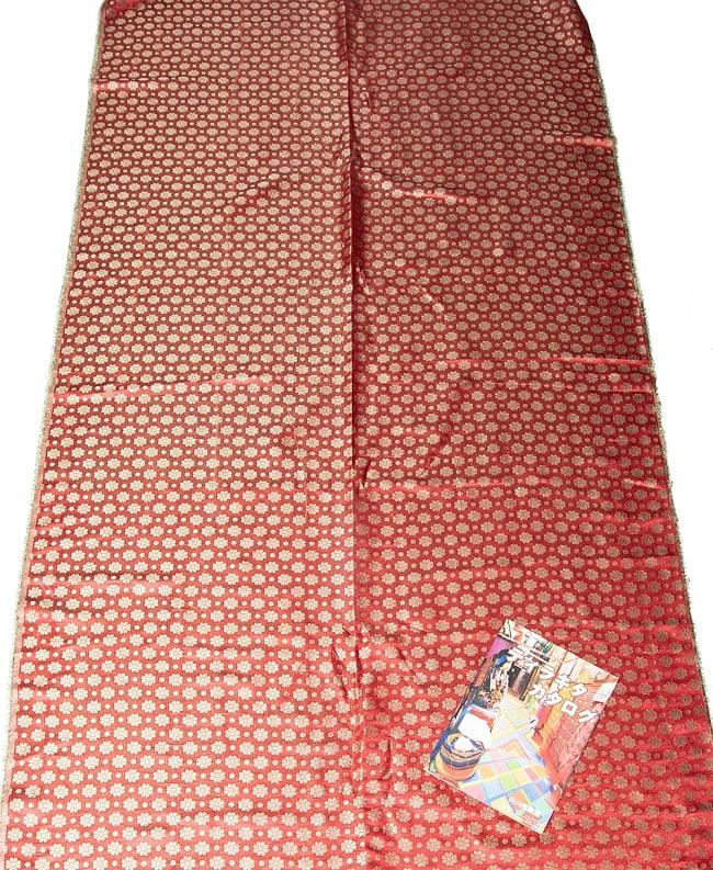 〔1m切り売り〕インドの伝統模様布 パープル・ピンク&フラワー〔幅約115cm〕 7 - A4冊子と比較撮影しました。これくらいのサイズ感になります。