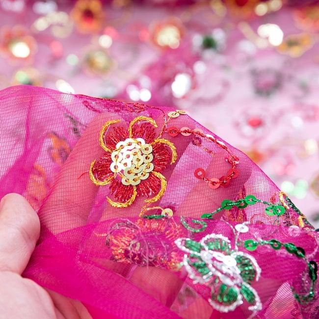 〔1m切り売り〕メッシュ生地の刺繍とスパンコールクロス〔幅約105cm〕 - ピンク 6 - このような感じの生地になります。手芸からデコレーション用の布などなど、色々な用途にご使用いただけます!