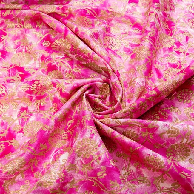 〔1m切り売り〕タイダイ色彩生地と花模様布〔約110cm程度〕 4 - 光の当たり方によって雰囲気も変わります