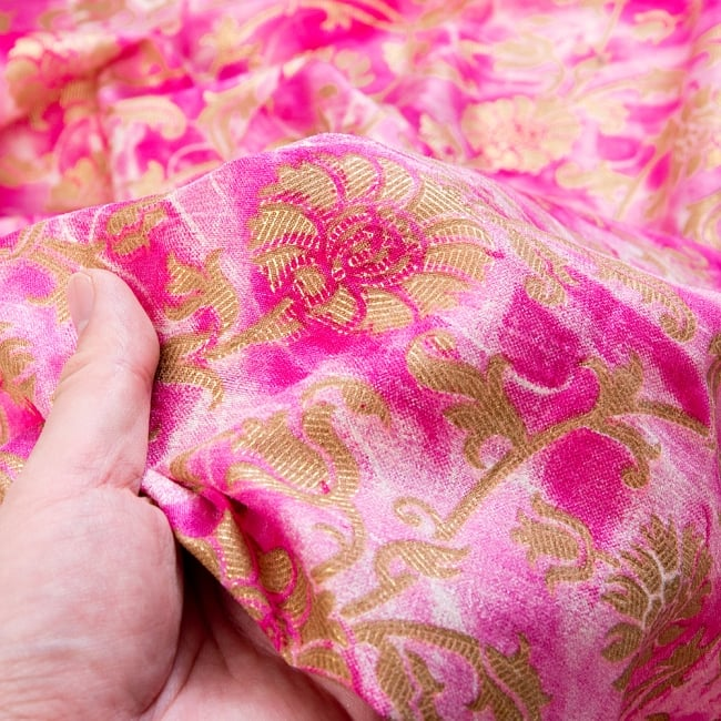 〔1m切り売り〕タイダイ色彩生地と花模様布〔約110cm程度〕 6 - 生地の拡大です