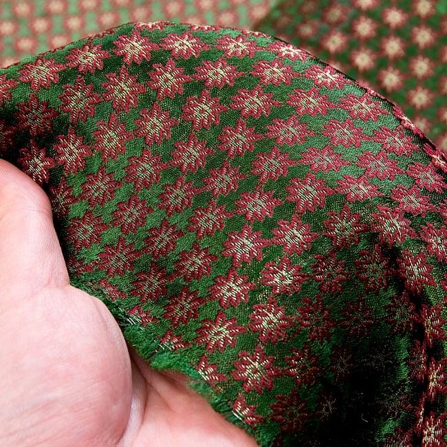 〔1m切り売り〕インドの伝統模様布〔幅約111cm〕 - グリーン 6 - 生地の拡大写真です