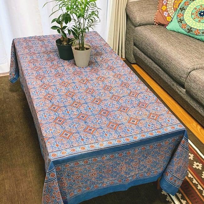 〔1m切り売り〕伝統息づく南インドから 昔ながらの木版染めピーコック柄布〔112cm〕 - 赤茶 10 - 手芸の他、このように裁断してテーブルクロスなどにも。