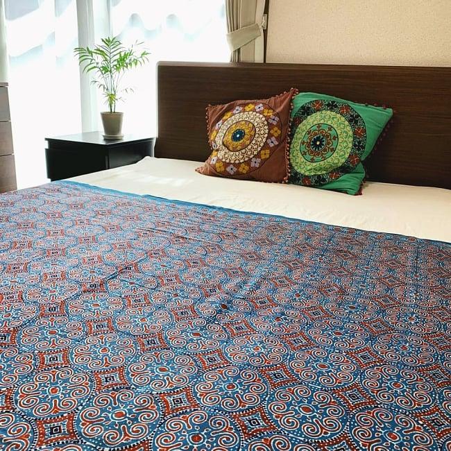 〔1m切り売り〕伝統息づく南インドから 昔ながらの木版染めピーコック柄布〔112cm〕 - 赤茶 11 - アイデア次第で、いろいろな用途にご使用いただけます。