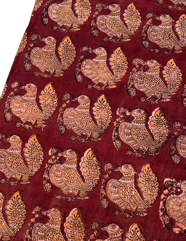 〔1m切り売り〕伝統息づく南インドから 昔ながらの木版染めピーコック柄布〔112cm〕 - 赤茶 2 - とても素敵な雰囲気です