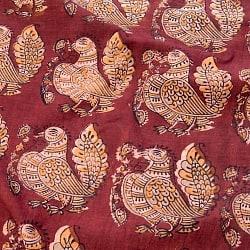 〔1m切り売り〕伝統息づく南インドから 昔ながらの木版染めピーコック柄布〔112cm〕 - 赤茶の商品写真