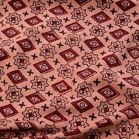 〔1m切り売り〕伝統息づく南インドから 昔ながらの木版染め伝統模様布〔113cm〕 - ブラウン系