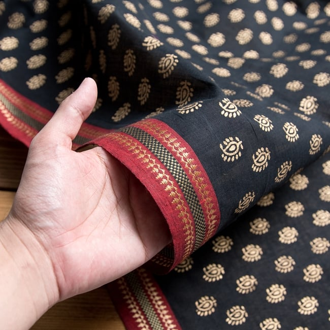 〔1m切り売り〕インドの伝統模様布幅110cm 3 - 若干の織りムラやホツレ、小さな穴等がある場合があります。インドで作られたハンドメイド品の為、予めご了承の上お買い求めくださいませ。