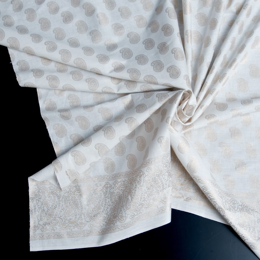 〔1m切り売り〕インドの伝統模様布〔幅約105cm〕ホワイトの写真