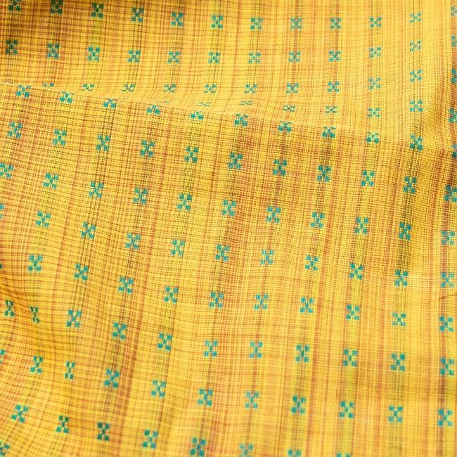 〔1m切り売り〕インドの伝統模様布 - 幅約112cm 2 - 生地の拡大写真です